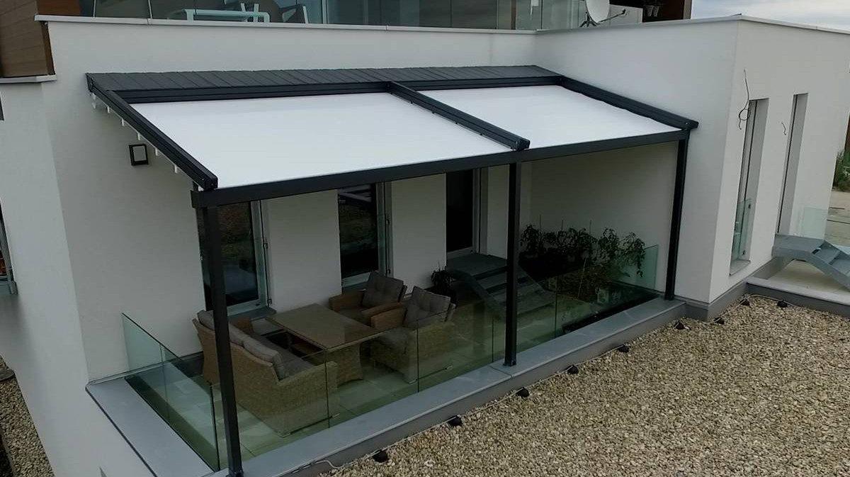 Hliníková pergola s vytaženou střechou