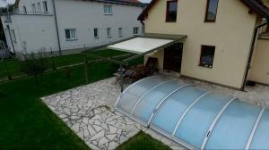 Realizace hliníkové pergoly u bazénu 10