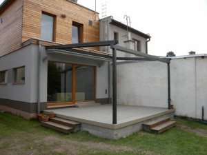 Stažená střecha pustí světlo do interiéru