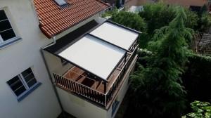 Hliníková pergola montovaná na vyvýšené terase