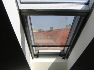 Rolovací sítě do hliníkového střešního okna