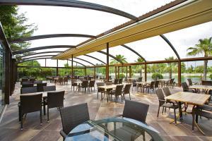 Nádherná restaurační zahrádka se stahovací střechou